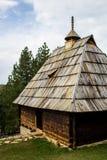 Pueblo Sirogojno en los alrededores de Zlatibor, Serbia de Ethno fotos de archivo libres de regalías