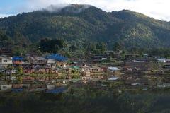 Pueblo tailandés de Ruk en el tiempo de mañana Fotografía de archivo libre de regalías