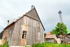 Pueblo viejo de madera en verano Imagen de archivo libre de regalías