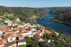 Pueblo y el río Tagus de Belver imágenes de archivo libres de regalías