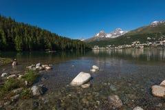 Pueblo y lago St Moritz, Suiza Imagen de archivo