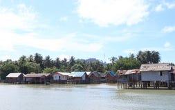 Pueblo y tradición del pescador que flotan a casa Foto de archivo libre de regalías