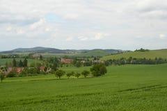 Pueblos rurales típicos en el paisaje, República Checa, Europa Imágenes de archivo libres de regalías