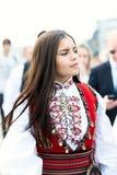 17 pueden muchacha de Oslo Noruega en desfile en vestido Fotografía de archivo libre de regalías