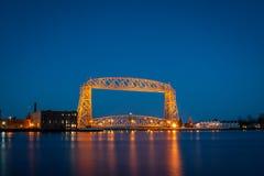 Puente aéreo en la noche Imagen de archivo libre de regalías