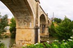 Puente abandonado sobre el río del Tiron en Haro Foto de archivo libre de regalías