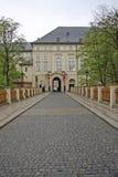 Puente al castillo de Praga, Praga, República Checa del polvo Imagen de archivo