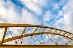 Puente amarillo de acero Fotos de archivo libres de regalías