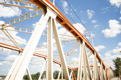 Puente amarillo-naranja Fotos de archivo