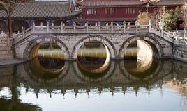 Puente antiguo con tres opennings fotografía de archivo libre de regalías