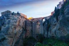 Puente antiguo en madrugada ronda Fotos de archivo libres de regalías