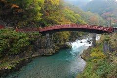 Puente antiguo rojo, Japón Foto de archivo