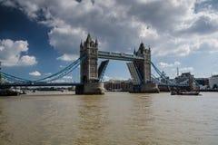 Puente aumentado de la torre Imagenes de archivo