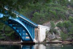 Puente azul fotografía de archivo