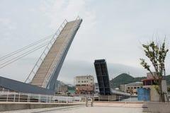 Puente azul del ala, Mojiko, Fukuoka, Japón Fotografía de archivo