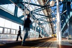 Puente azul del pie con la gente Fotos de archivo libres de regalías