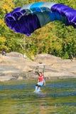 Puente bajo colorido del puente de garganta de nuevo río Fotos de archivo