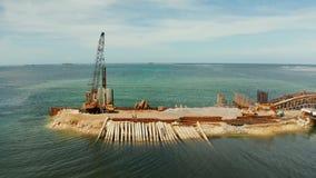 Puente bajo construcción en la isla de Siargao almacen de video
