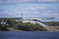 Puente bajo construcción sobre el río Vah. Imagen de archivo libre de regalías
