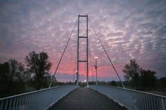 Puente blanco en la salida del sol Imagen de archivo