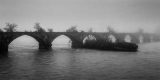 Puente brumoso Imagen de archivo