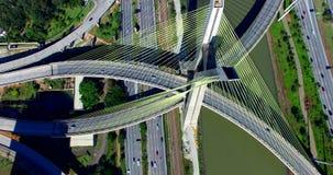 puente Cable-permanecido en el mundo, São Paulo Brazil, Suramérica almacen de metraje de vídeo