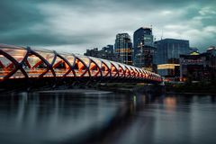 Puente Calgary de la paz imagen de archivo