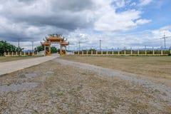 Puente chino del templo en el frome Tailandia del prachubkirikhun del parque nacional de Khao Samroiyod imagenes de archivo