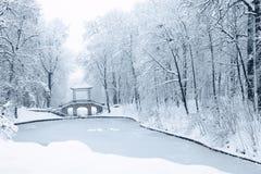 Puente chino en el parque Alexandría Imagen de archivo libre de regalías