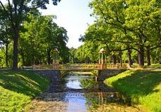 Puente chino en el parque de Alexander Imagenes de archivo