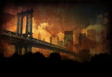 Puente, ciudad y nubes Foto de archivo