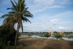 Puente colgante amarillo Foto de archivo
