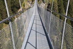 Puente colgante cerca de Holzgau Foto de archivo