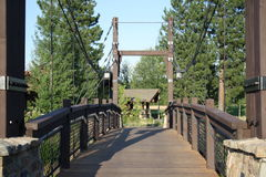 Puente colgante de madera Imagenes de archivo