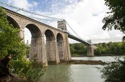 Puente colgante de Menai, del lado oeste de Anglesey Fotografía de archivo libre de regalías