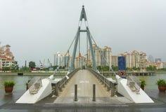 Puente colgante de Tanjong Rhu sobre el río imagen de archivo libre de regalías