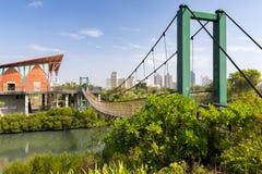 Puente colgante en el parque de los humedales de Jhongdou Imágenes de archivo libres de regalías