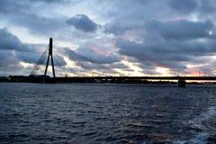 Puente colgante en Riga, Letonia Foto de archivo libre de regalías