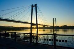 Puente colgante en salida del sol Fotos de archivo libres de regalías