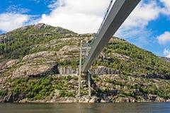 Puente colgante sobre Lysefjord Noruega Foto de archivo libre de regalías
