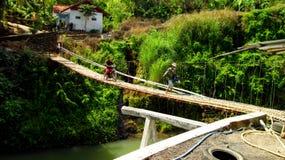 Puente colgante tradicional imagen de archivo libre de regalías