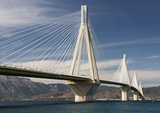 Puente colgante a través del golfo de Corinto Grecia Fotos de archivo