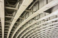 Puente con las vigas curvadas Fotografía de archivo libre de regalías