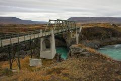 Puente concreto sobre el río Imagen de archivo libre de regalías