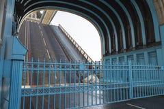 Puente cortado por subida de rampas Stock Images