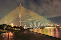 Puente crepuscular de Bangkok Rama VIII Fotos de archivo libres de regalías