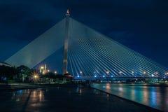 Puente crepuscular de Bangkok Rama VIII Imagen de archivo libre de regalías