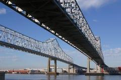 Puente crescent de la conexión de la ciudad Fotografía de archivo