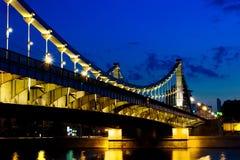 Puente crimeo en la noche, Moscú, Rusia Foto de archivo libre de regalías
