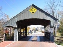 Puente cubierto de la arboleda larga Foto de archivo